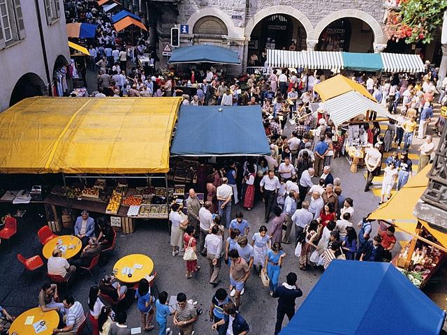 Куда туристу ехать за подделками: рынок Mercato del Sabato, Милан, Италия