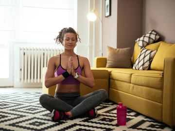 5 простых упражнений для красивого тела, которые можно делать не выходя из дома