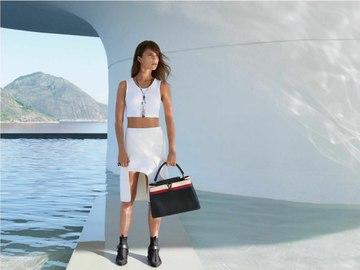 Алісія Вікандер показала модні сумки на осінь 2016