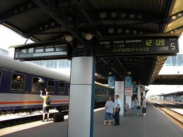 В Україні з табло і залізничних квитків приберуть російську мову