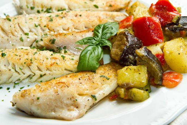Запеченная рыба с овощами