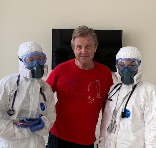 Лев Лещенко с врачами