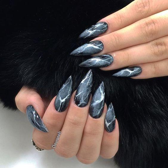 Ногти чёрные острые