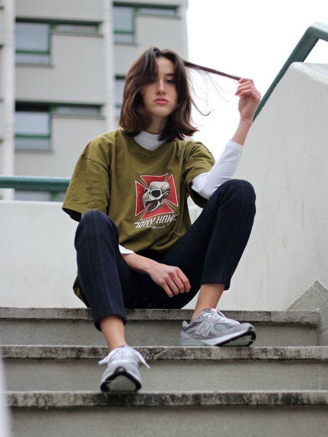 Как носить футболку в осенне-зимнем гардеробе