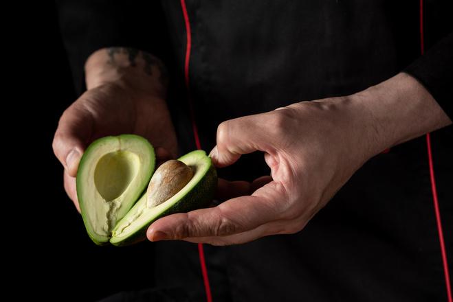 Как сделать авокадо спелым и мягким за 10 минут