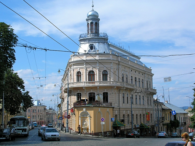 Необычные строения Украины: дом-корабль в Черновцах