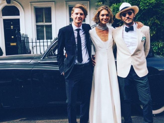 Арізона Мьюз весільну сукню