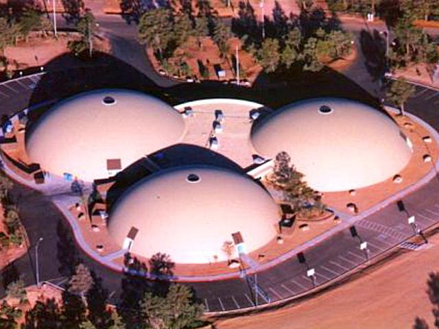 Самые необычные школы мира: Школа из монолитных куполов, Аризона, США