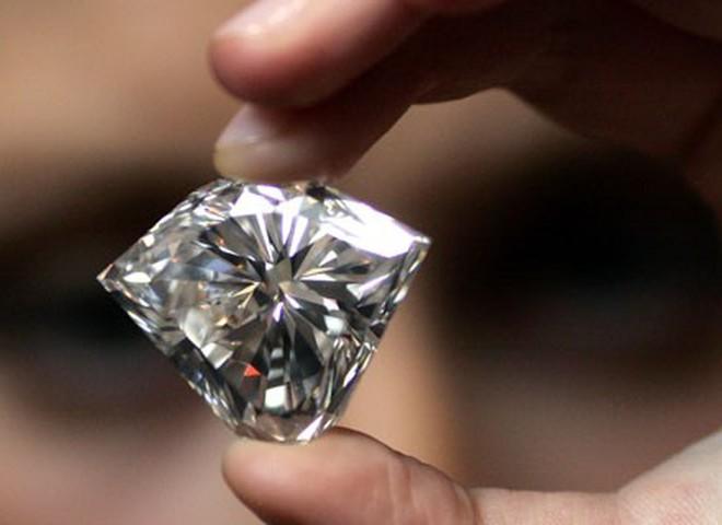 Christie's  продает бриллиант за $5 млн.