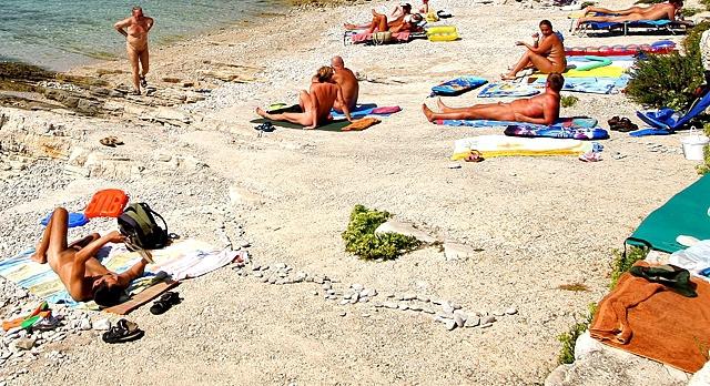 Нудистськи пляжі Чорногорії: Бульяріца