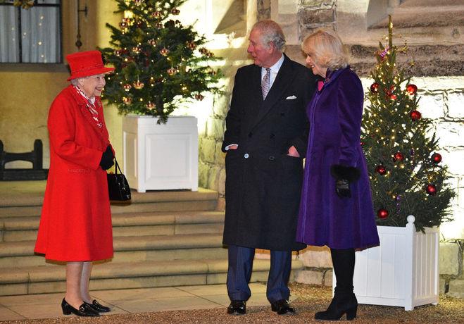 Єлизавета ІІ та принц Чарльз з Камиллою