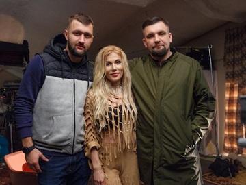 """Прем'єра кліпу: Баста і Альона Омаргалієва презентують новий кліп """"Я поднимаюсь над землей"""""""