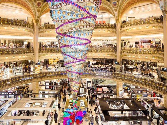 Найгарніші різдвяні вітрини світу: Galeries Lafayette