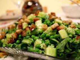 Салат с огурцом и зеленым горошком