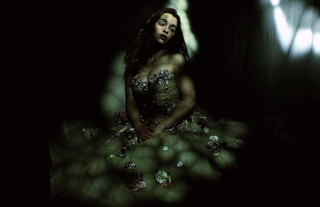 Эмилия Кларк снялась для обложки Vogue UK