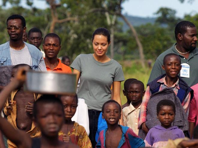 Топ-5 зірок, небайдужих до долі африканських дітей