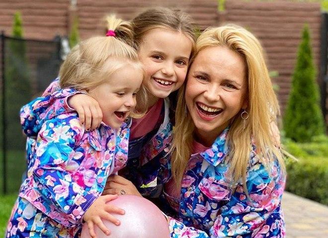 Лилия Ребрик с дочками Дианой и Полиной