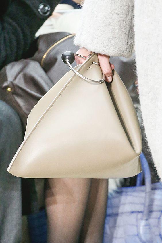 10 стильных и необычных сумок на весну, которых еще точно нет у твоих подруг