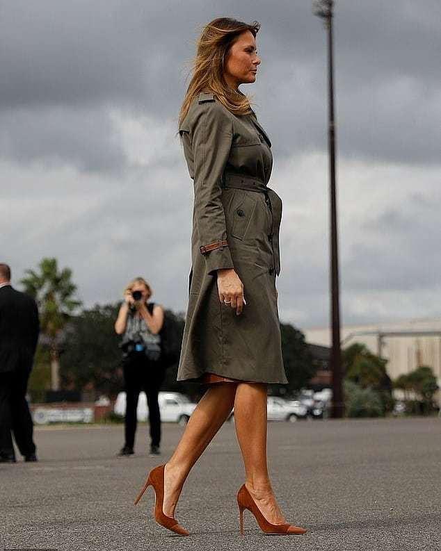 Мелания Трамп в армейском плаще Coach встретилась с военными