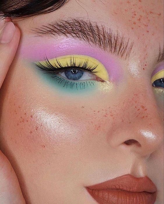 Гарний макіяж очей до Дня Незалежності