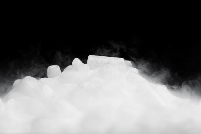 сухой лед - реакция с водой и правила безопасности