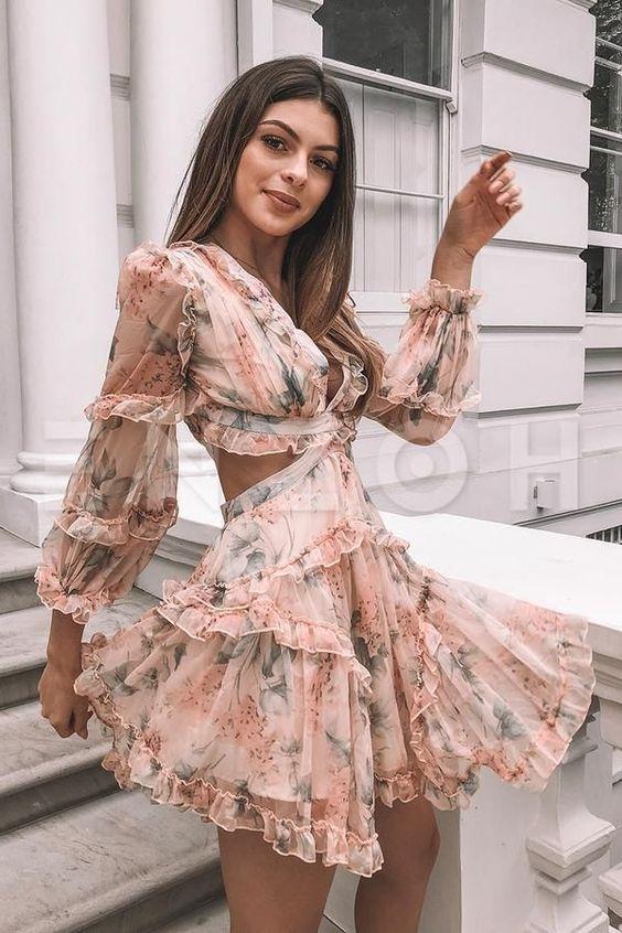 Мини-платье с цветочным принтом на выпускной