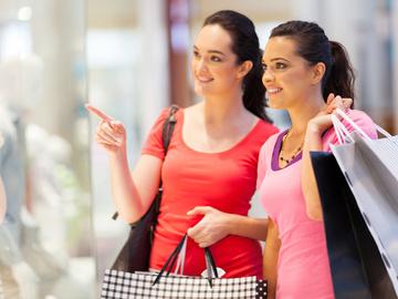 Хитрощі магазинів одягу, які змушують нас купувати більше