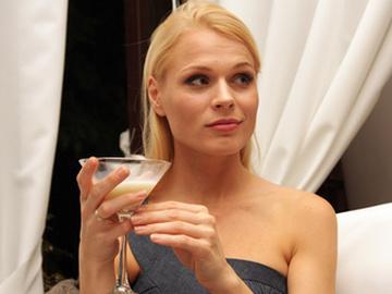 Попробовав темные тона Фреймут убедилась, что блондинкой ей все-таки лучше