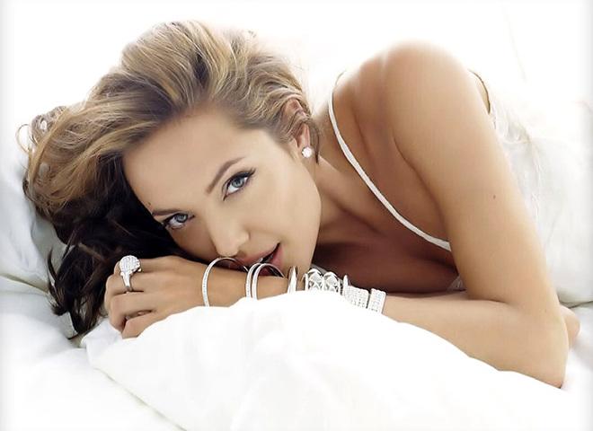 Анджеліна Джолі обожнює мейк зі стрілками
