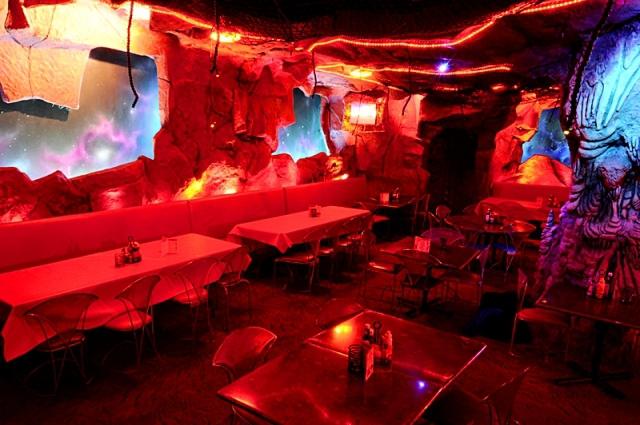 Где почувствовать себя космонавтом: Mars2112 - ресторан в Нью-Йорке