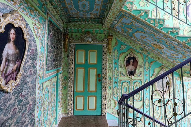 Обычный подъезд в Киевском доме