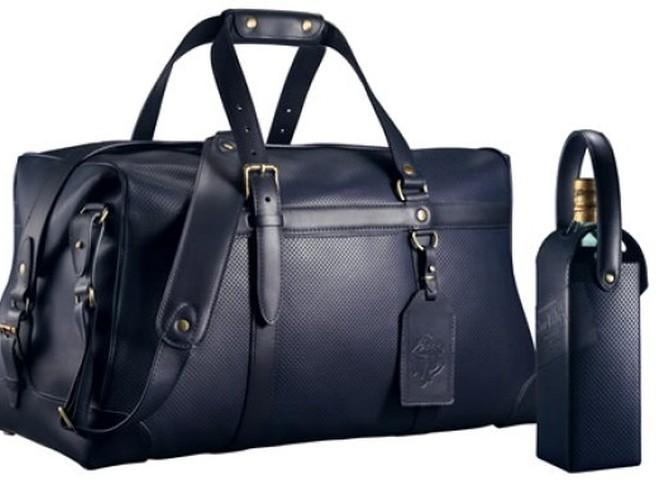 Johnnie Walker - багаж для джентльменів