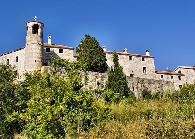 Що подивитися в Будві і околицях: монастир Подострог