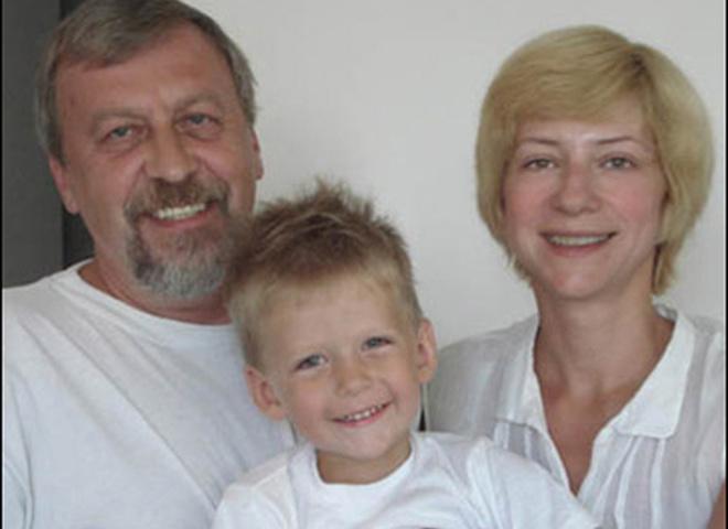 Андрей Санников с семьей