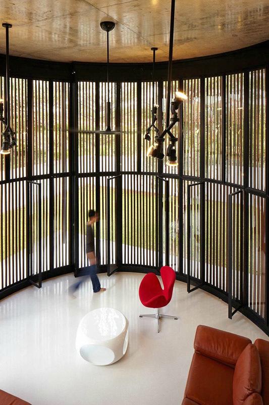Круглая гостиная с мобильными стенами