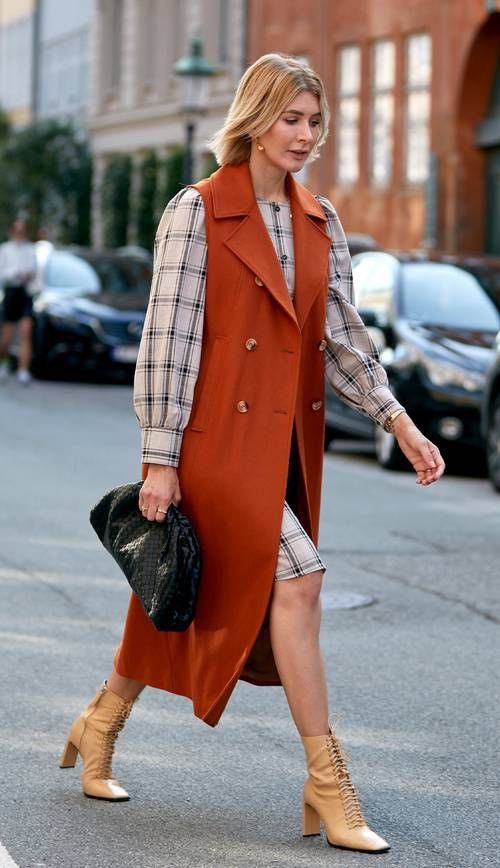 Носит даже Джиджи: жилеты вернулись на подиум и в уличную моду