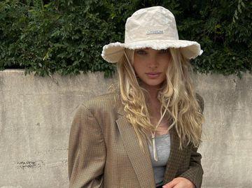 Ельза Хокс в модній панамі Jacquemus