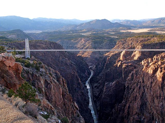 7 найбільш високих банджі-стрибків: Royal Gorge Bridge (США)