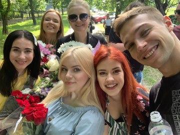 """Актеры сериала """"Школа"""" сделали сюрприз выпускникам в Николаеве"""