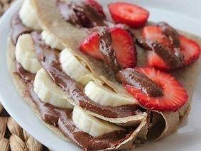 Овсяные блинчики с фруктами и шоколадом