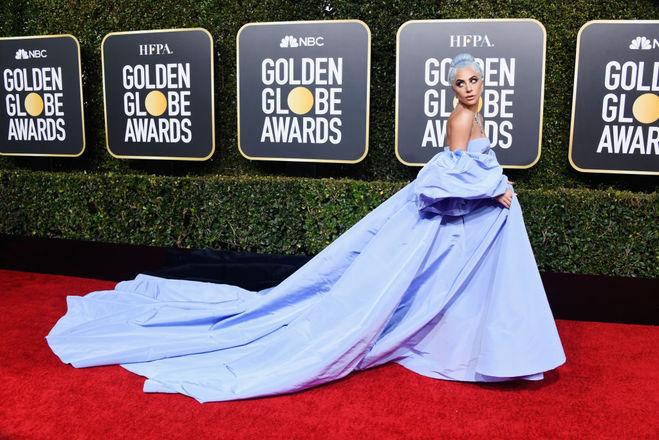 Леди Гага забыла платье от Valentino в отеле. Горничная выставила его на аукцион