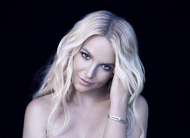 Поцелуи с Мадонной, лысая голова и молодой любовник: за что мы любим Бритни Спирс