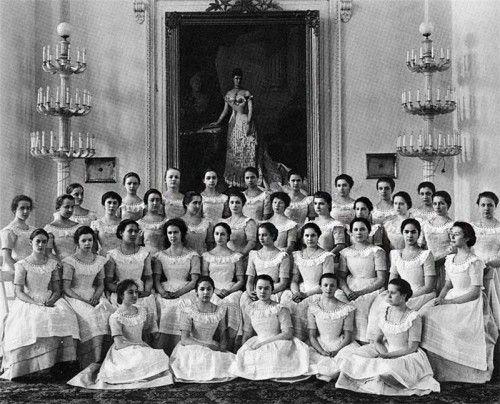 Форма учениц Смольного института благородных девиц