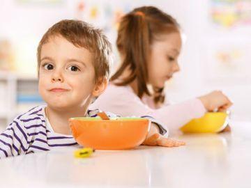 Чем кормят детей звезды на завтрак