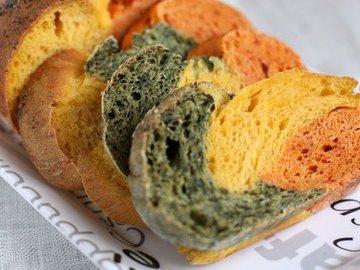 Овочевий триколірний хліб