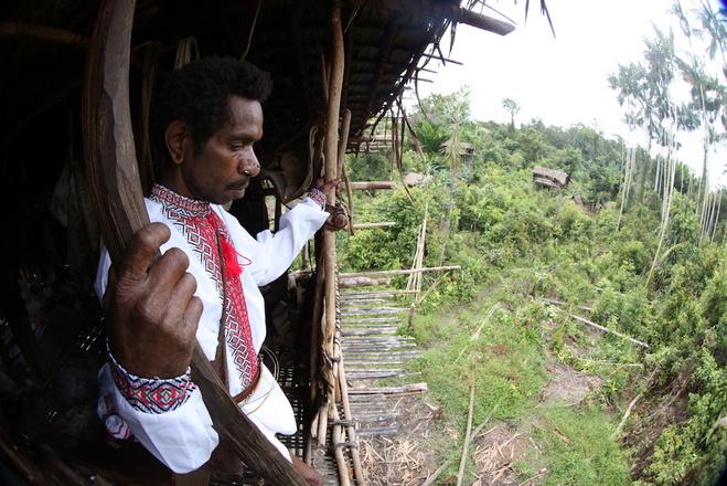 Житель племені Караваї, Індонезія