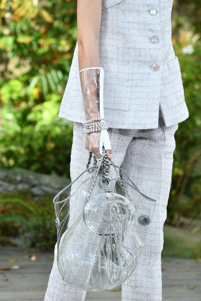 Пластиковая одежда