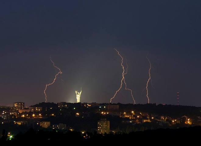 Київ - місто блискавок: краса стихії в столиці