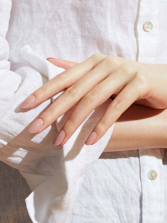"""Тренди дизайну нігтів: """"голий"""" манікюр"""