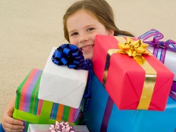 подарунок на 8 березна донечці